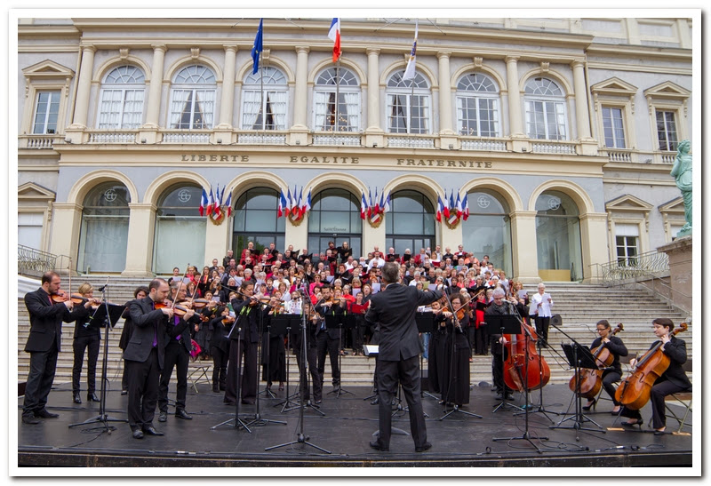 Symphonia devant l'hôtel de ville de Saint Etienne